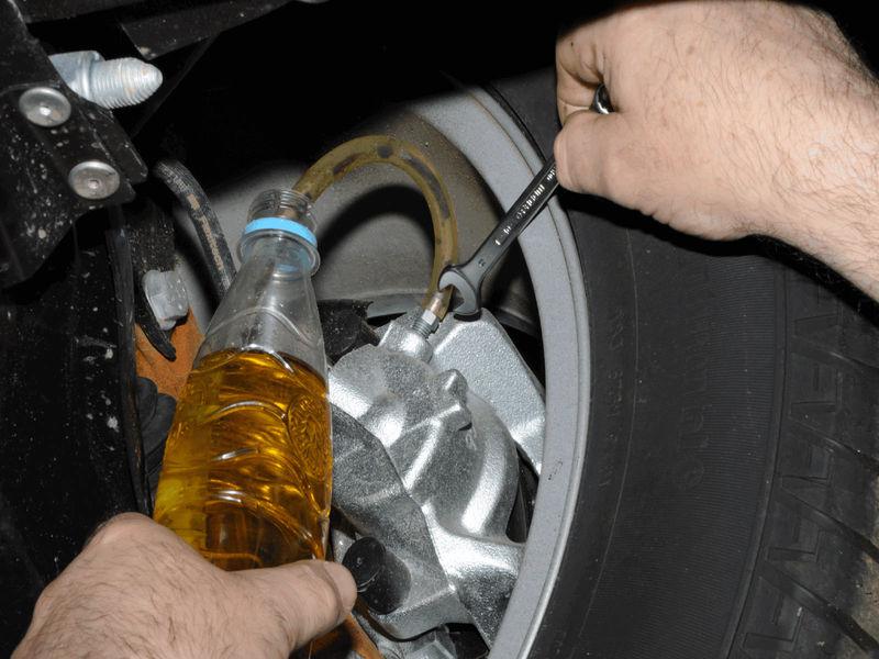 Замена тормозной жидкости и прокачка тормозной системы